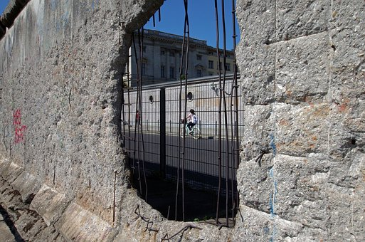 12.4 million euros for renovation of the Berlin Wall