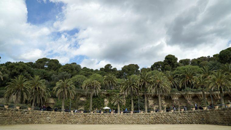 The restoration of Plaza de la Natura in Park Güell advances with full speed