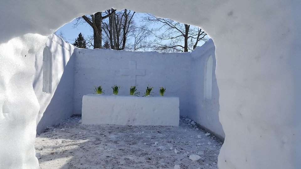 Hurry up and get married in a snow church in Lappeenranta