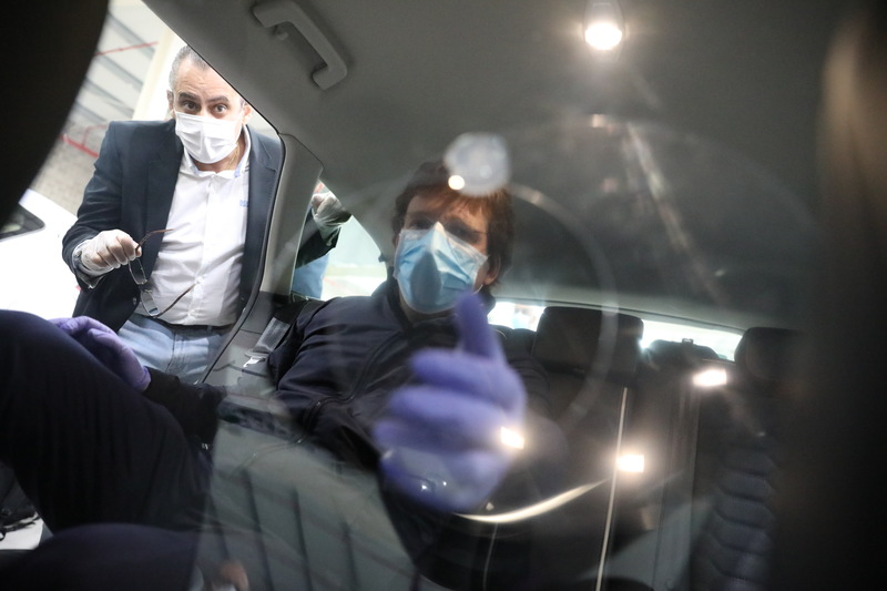 Mayor of Madrid inspects the taxi disinfection facility