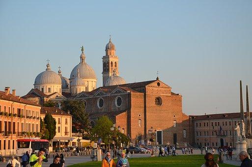 L'innovazione e la ricerca debbano essere il motore dell'economia di Padova nel future