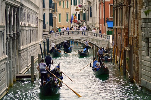 Venice puts off charging entry fees until 2020