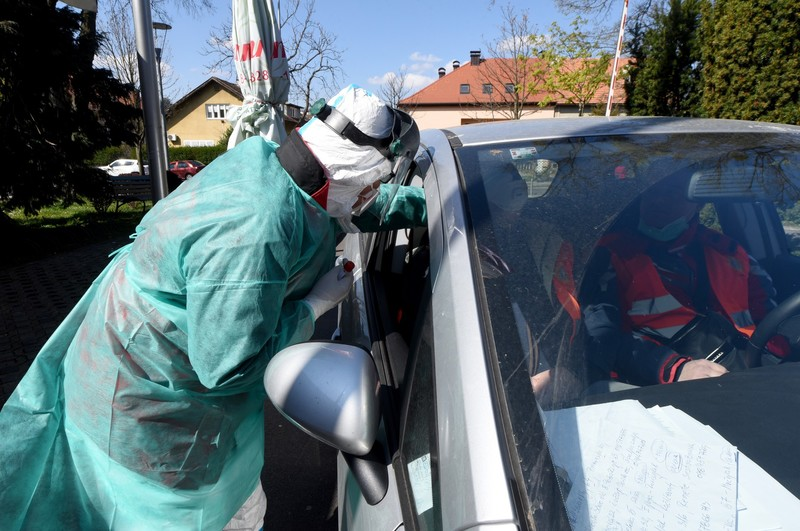 "Zagreb and Karlovac introduce ""drive-in"" coronavirus testing, warning for cities in Dalmatia"