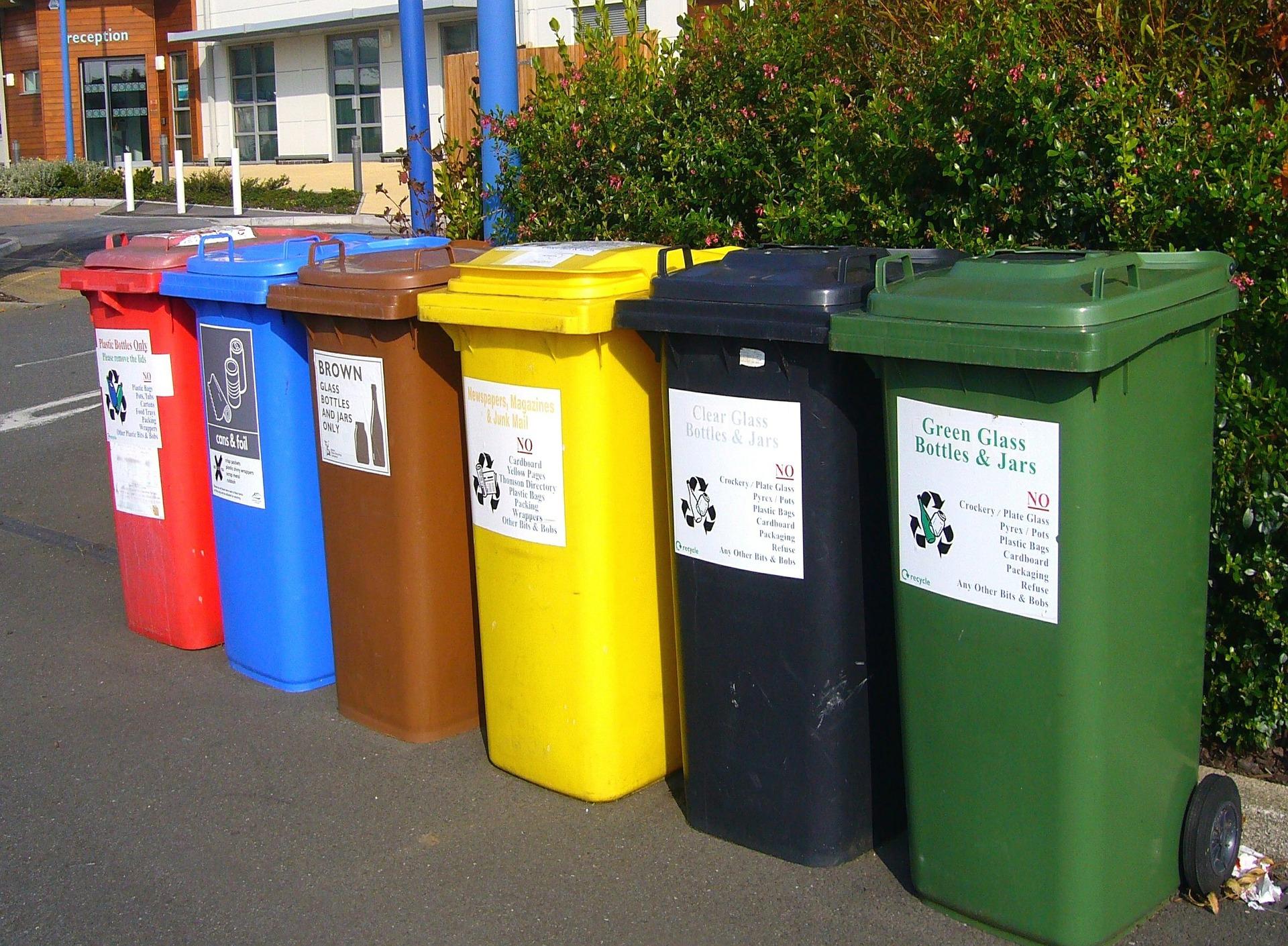 Recycling bins 373156 1920