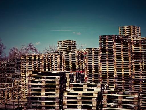 Slider wooden pallets 1258486 640