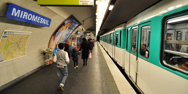 Metro 2611115 640
