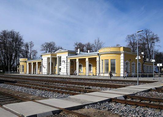 Slider c%c4%93sis railway station 6