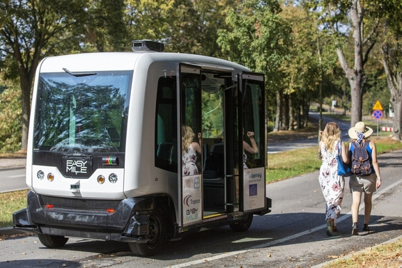 Slider gdansk autonomous bus by jerzy pinkas