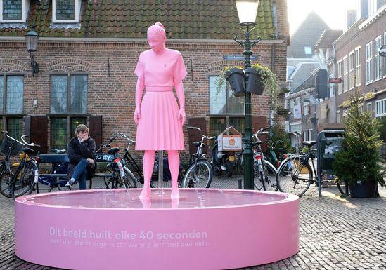 Slider gemeente amersfoort crying statue1