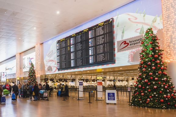 Slider brusselsairport christmas2019 departurehall 503742   brussels airport company