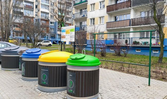 Slider lodz waste segregation containers   pawe%c5%82 %c5%81acheta