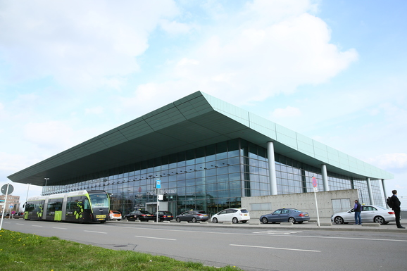 Slider luxairport 042015 terminal   j. bands   lux airport