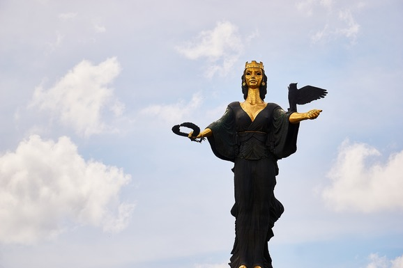 Slider sofia statue