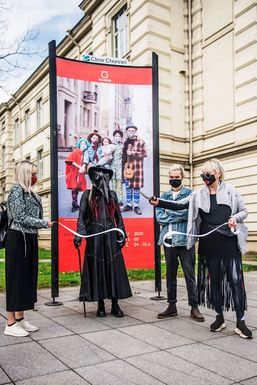 Slider vilnius mask fashion week