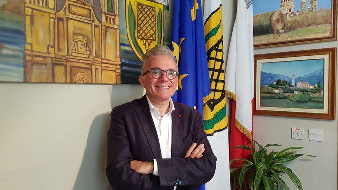 Slider noel formosa  mayor of san lawrenz