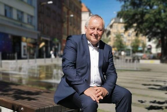 Slider jaroslav zamecnik   mayor of liberec landscape