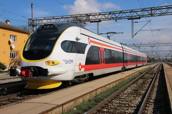 Slider elektromotorni vlak za regionalni prijevoz