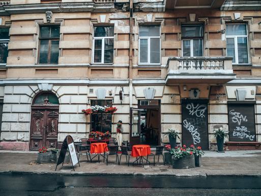 Slider vilnius  empty restaurant