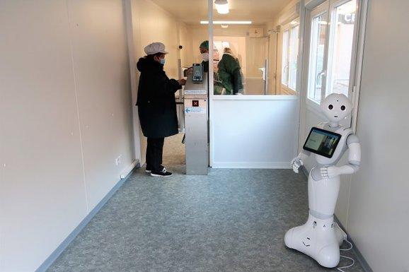 Slider ho%c5%99ovice hospital humanoid robot