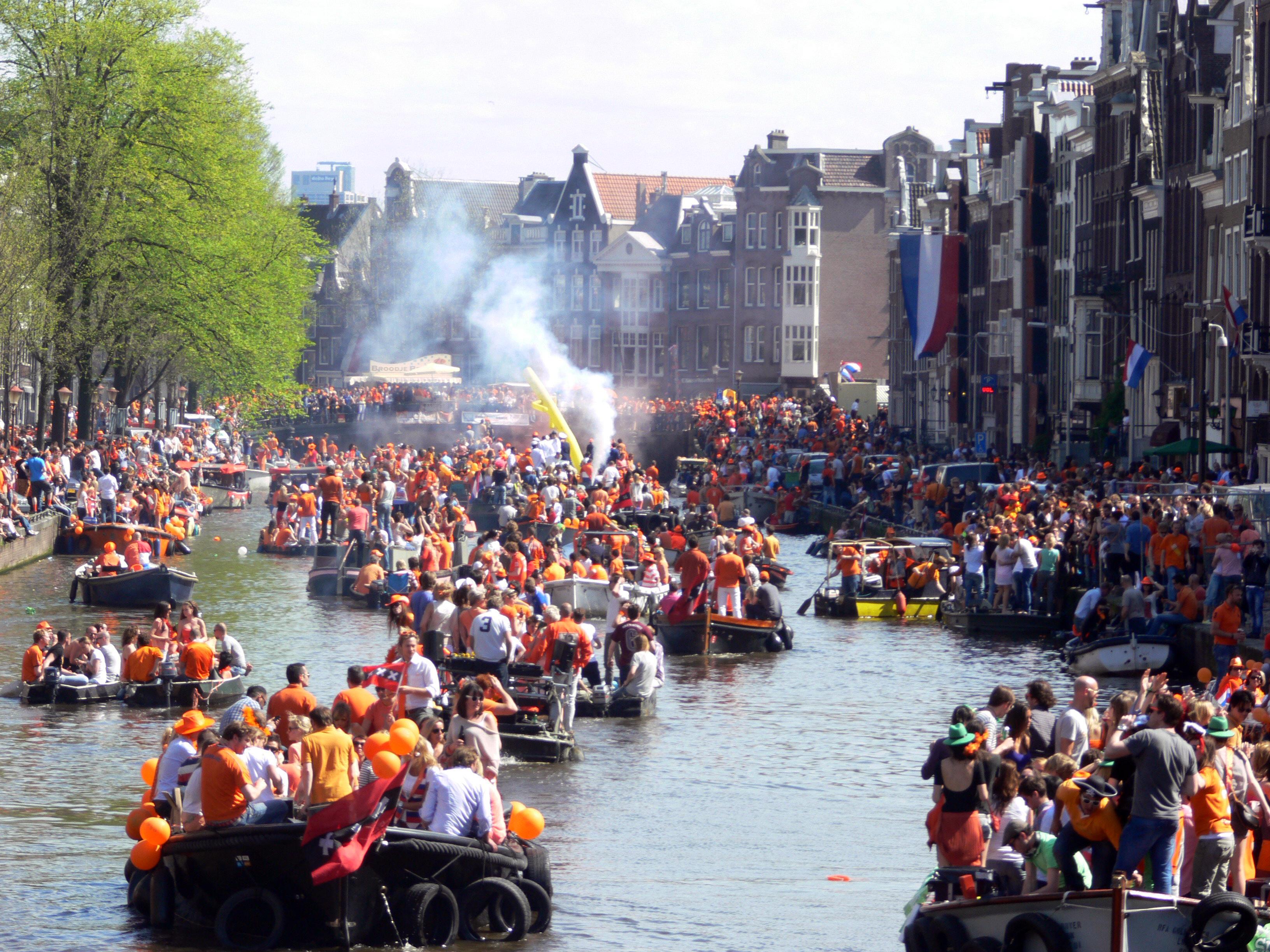 Amsterdam   koninginnedag 2012   prinsengracht boats