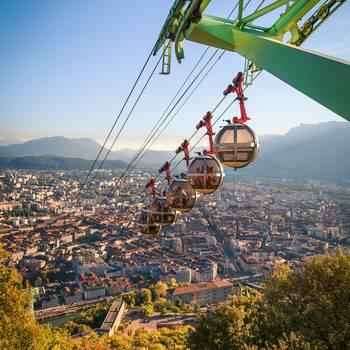 Grenoble tram bulles  pierre jayet 14.jpg  350x350 q70 crop subsampling 2 upscale