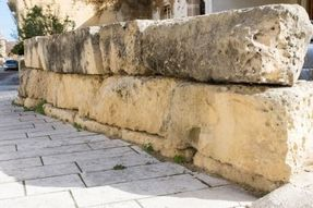 Biggest thumb optimized roman wall