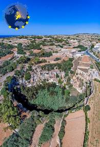 Biggest thumb qrendi from above