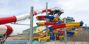 Biggest thumb corni%c8%99a aqua park