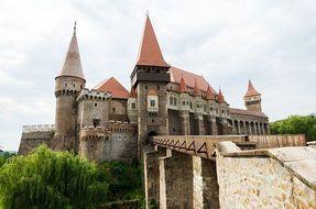 Biggest thumb castle