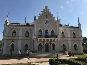 Biggest thumb the palace of prince al. i