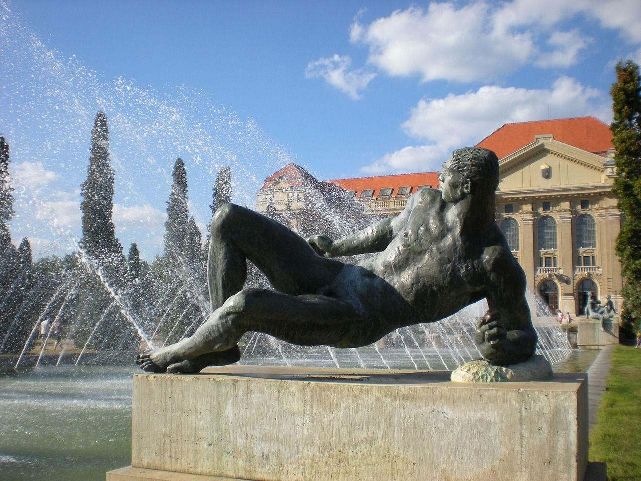 Statue 590869 1280