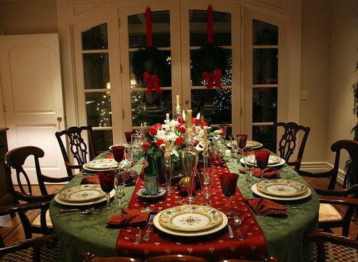 Medium christmas dinner setting austin mcgee on wikimedia
