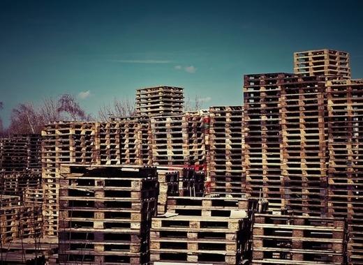 Medium wooden pallets 1258486 640