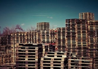 Thumb wooden pallets 1258486 640