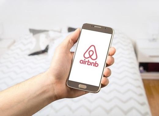 Medium airbnb 2384737 640