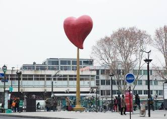 Thumb the heart of paris 18