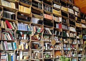 Thumb library 2756582 640