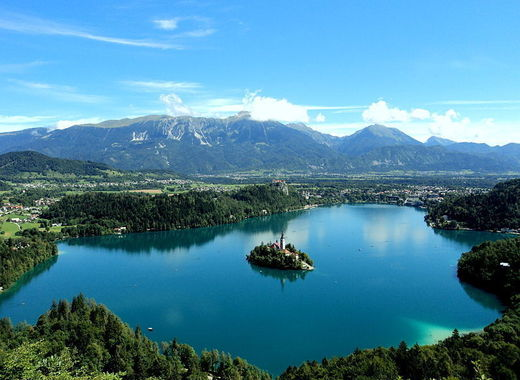 Medium 800px lake bled from the mountain