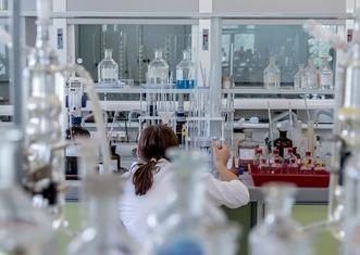 Thumb laboratory 2815640 1280