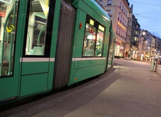 Medium tram 193986 1280