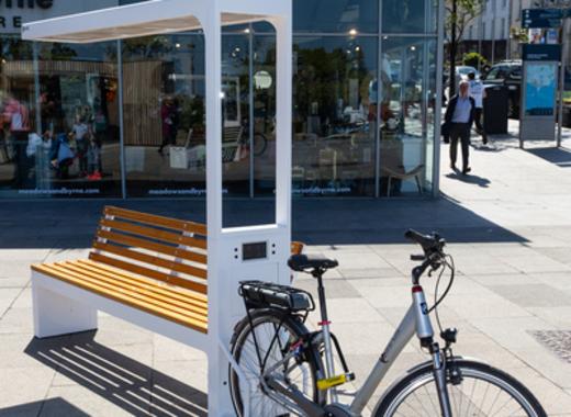 Medium dlr smart bench