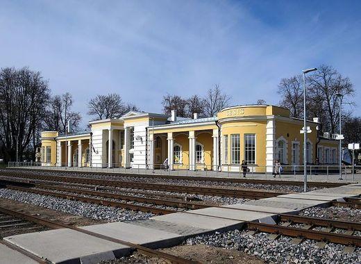 Medium c%c4%93sis railway station 6
