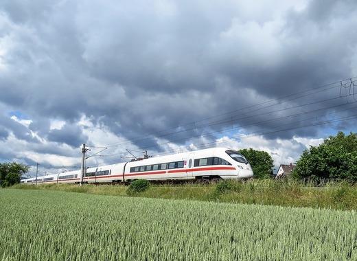 Medium intercity express 1284735 1280