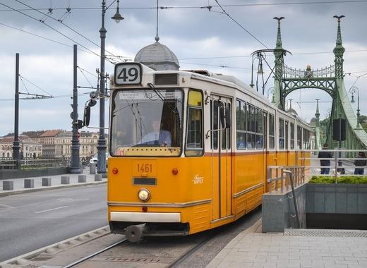 Medium tram 1987021 1920