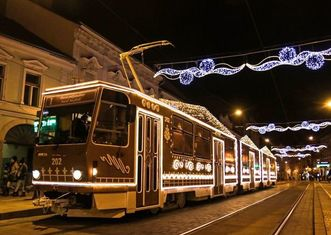 Thumb gingerbread tram