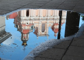 Thumb vilnius reflection in puddle