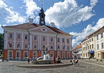 Thumb tartu town hall square