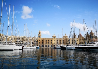 Thumb valletta and the three cities