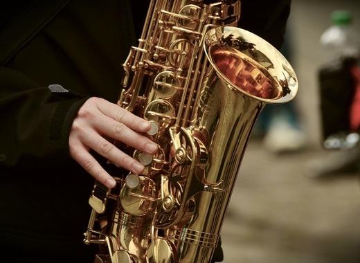 Medium saxophone 3246650 1920
