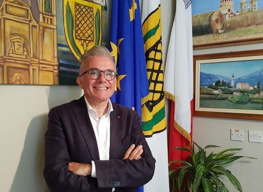 Medium noel formosa  mayor of san lawrenz